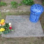 Gravsten genbrugsgravsten natursten stenhugger granit marmor bronze unik skulptur relief håndværk mindesten plænesten urnegravsted