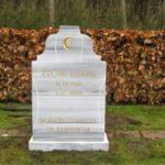 Gravsten genbrugsgravsten natursten stenhugger granit marmor bronze unik skulptur relief håndværk mindesten poleret gravering håndhugget