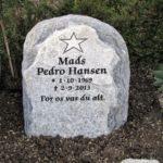 Gravsten genbrugsgravsten natursten stenhugger granit marmor bronze unik skulptur relief håndværk mindesten